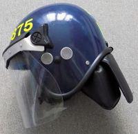 Britská policejní pořádková přilba
